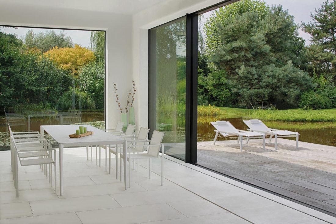 table mod. U-NITE + sunbeds and chairs mod. ALURA