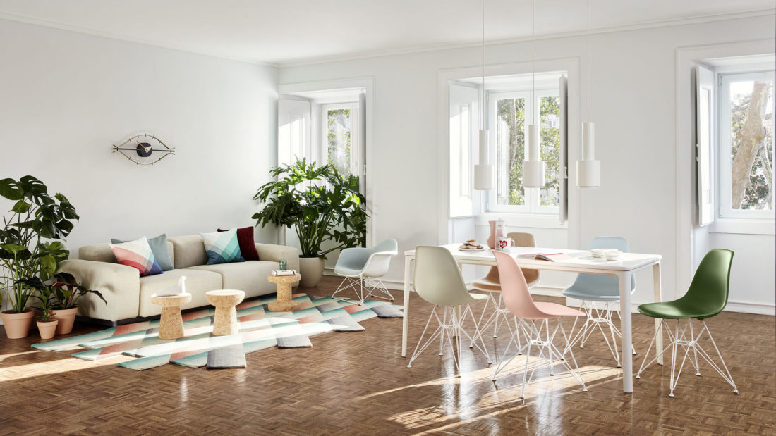 Living room Vitra - chairs mod. EAMES PLASTIC CHAIR