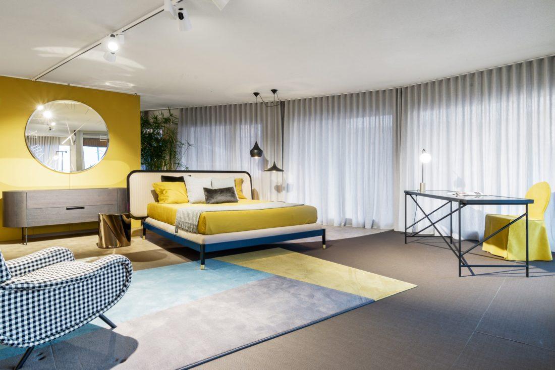 synthetischer Teppich in Form und Farbe angepasst